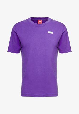 ATHLETICS TRACK - T-shirt med print - prism purple