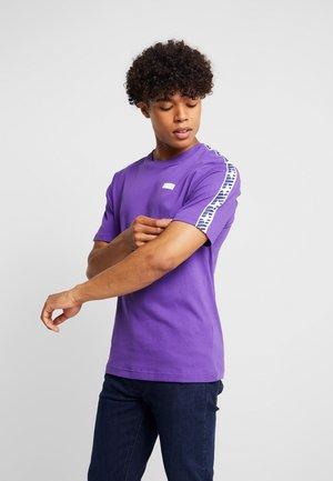 ATHLETICS TRACK - T-shirt imprimé - prism purple