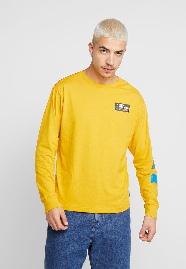 TRAIL TEE - T-shirt à manches longues - varsity gold