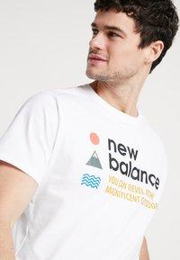 New Balance - TRAIL TEE - T-shirts print - munsell white - 5