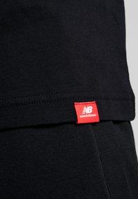 New Balance - ESSENTIALS ICON RUN - Camiseta estampada - black - 5