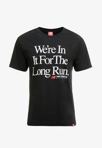 New Balance - ESSENTIALS ICON RUN - Camiseta estampada - black - 4