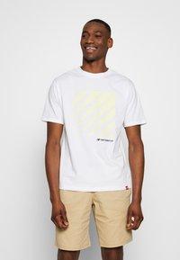 New Balance - SPORT STYLE OPTIKS  - T-shirt con stampa - white - 0