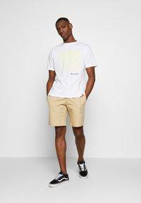 New Balance - SPORT STYLE OPTIKS  - T-shirt con stampa - white - 1