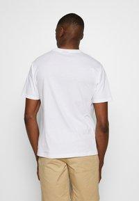 New Balance - SPORT STYLE OPTIKS  - T-shirt con stampa - white - 2