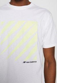 New Balance - SPORT STYLE OPTIKS  - T-shirt con stampa - white - 3