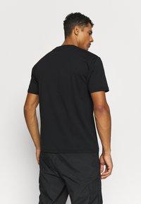 New Balance - SPORT STYLE OPTIKS  - T-shirt con stampa - black - 2