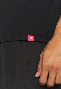 New Balance - SPORT STYLE OPTIKS  - T-shirt con stampa - black - 5
