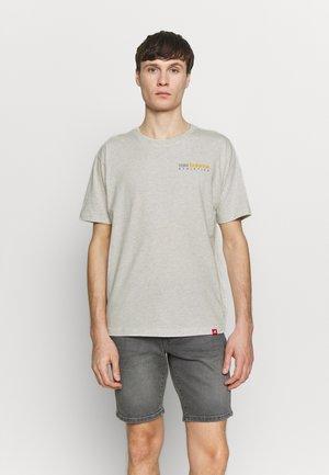 ESSENTIALS ICON KENMORE T - T-shirts print - seaslhtr
