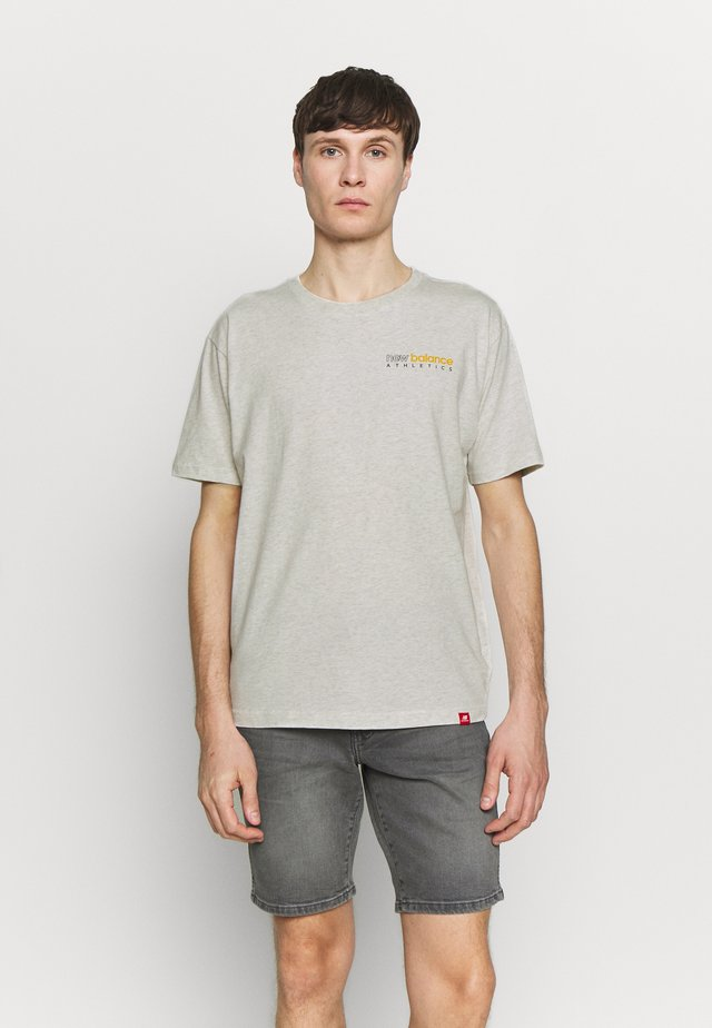 ESSENTIALS ICON KENMORE T - Camiseta estampada - seaslhtr