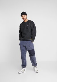 New Balance - TRAIL SHERPA CREW - Sweat polaire - black - 1