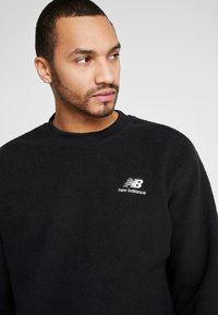New Balance - TRAIL SHERPA CREW - Sweat polaire - black - 3