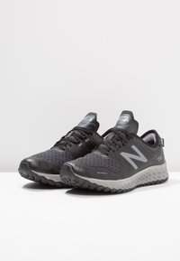 New Balance - KAYMIN  - Vaelluskengät - black/grey - 2