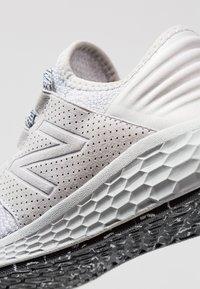 New Balance - CRUZ DECON - Zapatillas de running neutras - rain cloud - 5