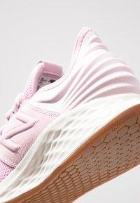 New Balance - Stabilty running shoes - oxygen pink/sea salt - 5