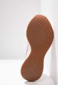 New Balance - Stabilty running shoes - oxygen pink/sea salt - 4