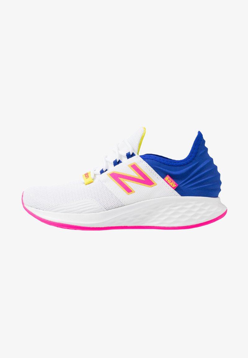New Balance - ROAV SPORT PACK - Obuwie do biegania treningowe - white/blue