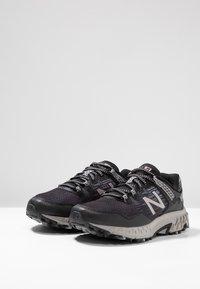 New Balance - 410 V6 - Chaussures de course - black/grey - 2
