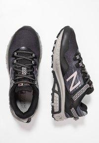 New Balance - 410 V6 - Chaussures de course - black/grey - 1
