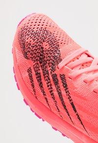 New Balance - M_W1500V6 - Obuwie do biegania startowe - pink - 5