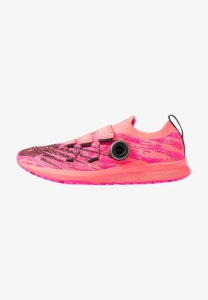W1500TB2-B - Obuwie do biegania startowe - pink