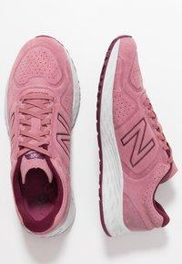 New Balance - WARISV2 - Löparskor för tävling - pink - 1