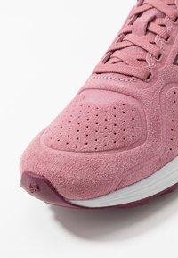 New Balance - WARISV2 - Löparskor för tävling - pink - 5