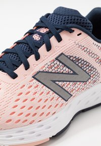 New Balance - 680 V6 - Neutral running shoes - pink - 5