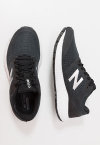 New Balance - 520 V6 - Neutral running shoes - black - 1