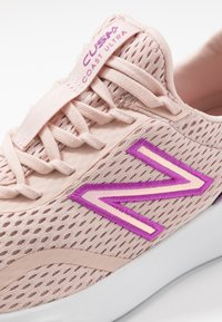 New Balance - WCSTLBL5 - Zapatillas de running neutras - pink - 5