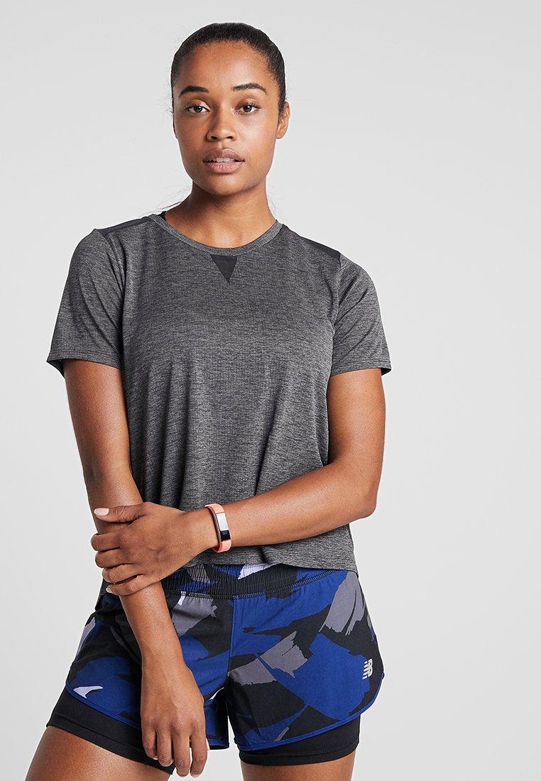 New Balance - IMPACT RUN SHORT SLEEVE - Print T-shirt - black heather