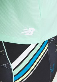 New Balance - PRINTED VELOCITY CROP TANK - Sports shirt - neo mint - 5