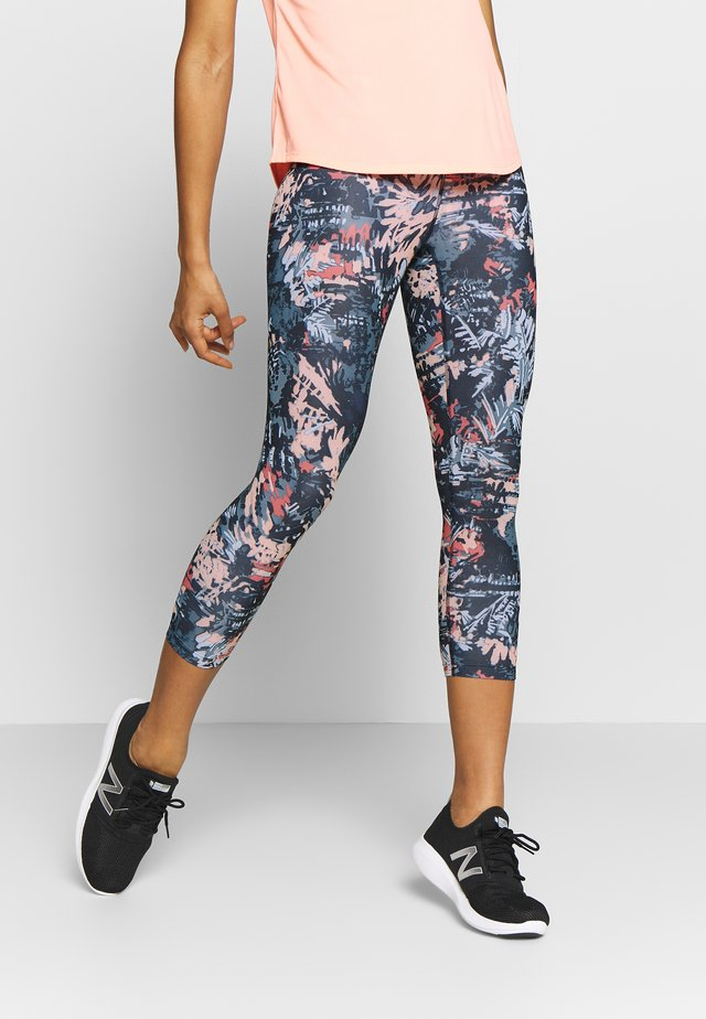 PRINTED ACCELERATE CAPRI - 3/4 sports trousers - gingpink