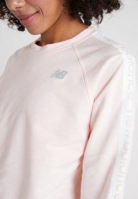 New Balance - RELENTLESS CREW - Sweatshirt - pinkmist - 3