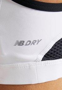 New Balance - PULSE BRA - Sport-bh - white/black - 8