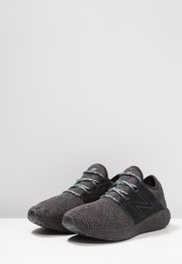 New Balance - FRESH FOAM CRUZ - Neutrala löparskor - black/grey - 2