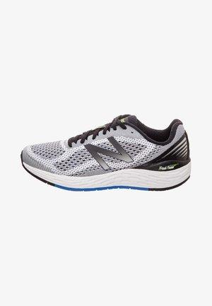HERREN - Chaussures de running neutres - grey