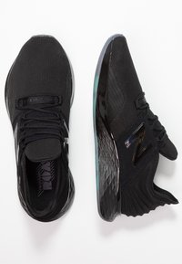 New Balance - ROAV JET PACK - Chaussures de running neutres - black