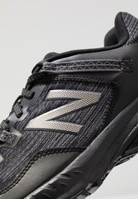 New Balance - 410 V6 - Zapatillas para caminar - black - 5