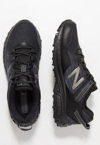 New Balance - 410 V6 - Zapatillas para caminar - black - 1