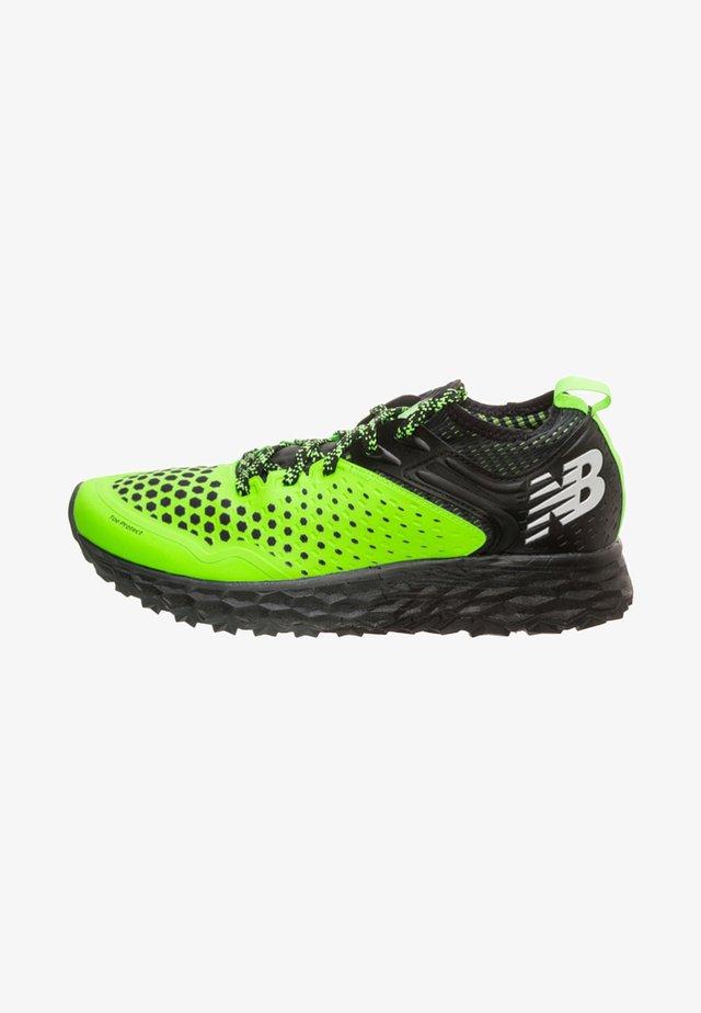 HIERRO V4 - Zapatillas de running neutras - green / black