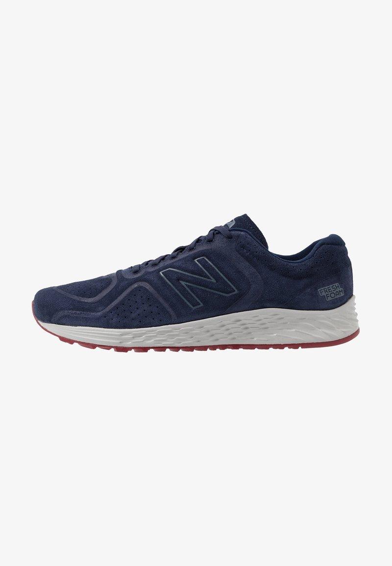 New Balance - FRESH FOAM ARISHI V2 - Chaussures de running neutres - navy/red