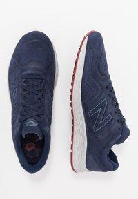New Balance - FRESH FOAM ARISHI V2 - Chaussures de running neutres - navy/red - 1