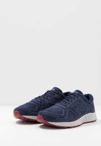New Balance - FRESH FOAM ARISHI V2 - Chaussures de running neutres - navy/red - 2