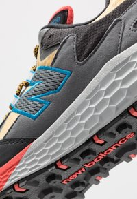 New Balance - CRAG V2 - Chaussures de running - yellow - 5