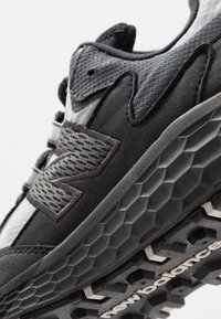 New Balance - CRAG V2 - Trail running shoes - black - 5
