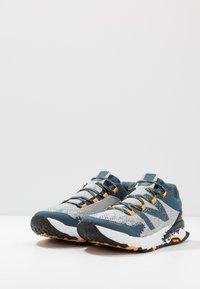 New Balance - HIERRO V5 - Scarpe da trail running - grey - 2