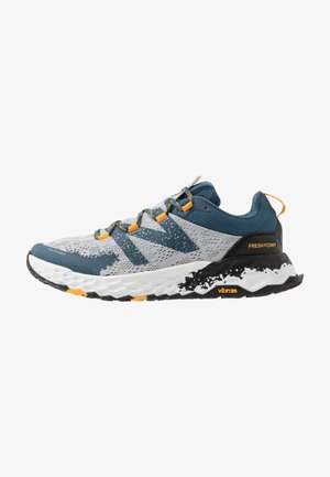 HIERRO V5 - Zapatillas de trail running - grey