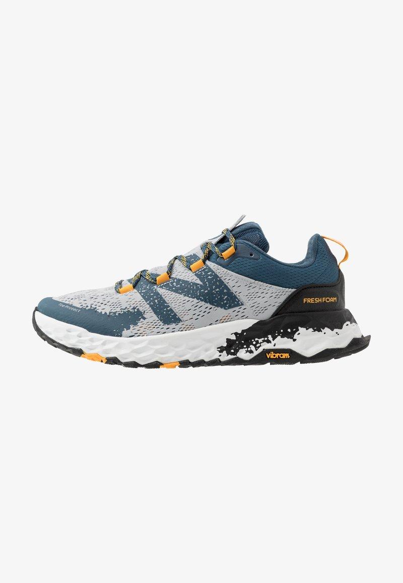 New Balance - HIERRO V5 - Chaussures de running - grey