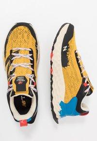 New Balance - HIERRO V5 - Chaussures de running - yellow - 1